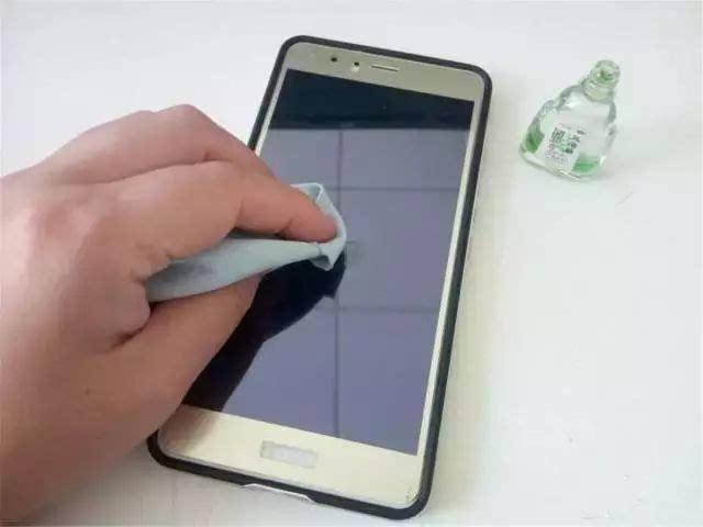 手机钢化膜工厂.jpg
